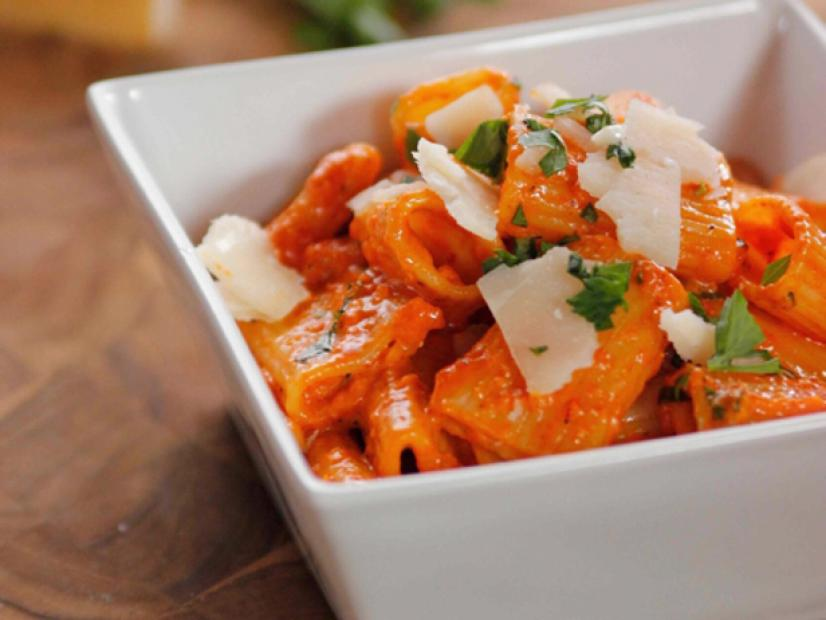Quick And Easy Roasted Red Pepper Pasta Recipe Ree Drummond Food Network