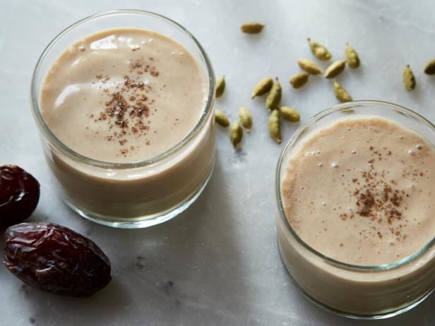 Smoothie of the Month: Banana, Date and Cashew