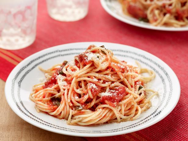 Simple Spaghetti With Tomato Sauce Recipe Food Network Kitchen Food Network