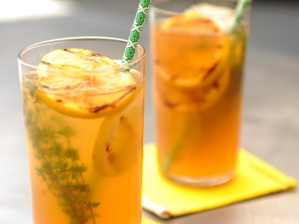 Thyme Lemonade with Grilled Lemon Slices