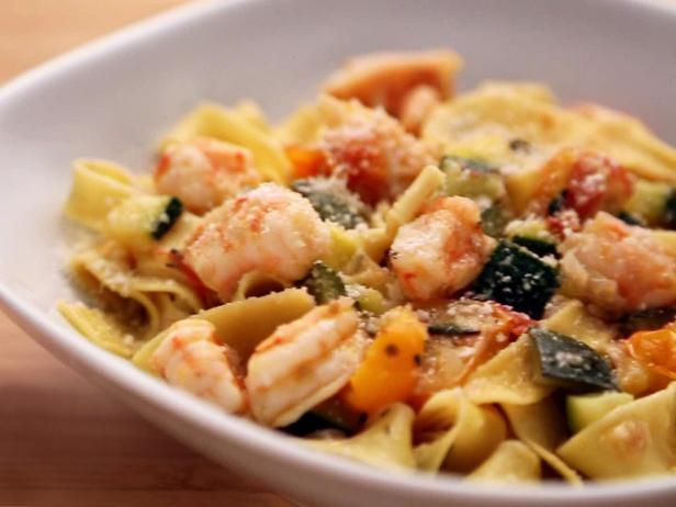 Tagliatelle with Shrimp, Zucchini and Cherry Tomatoes