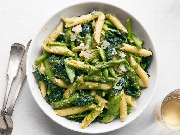 Pasta primavera with peas asparagus and kale recipe food network pasta primavera with peas asparagus and kale forumfinder