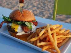 Bite into over-the-top burgers while soaking up a stunning ocean vista at this casual eatery. Follow Curtis Stone's lead and indulge in a grass-fed beef patty piled high with rich toppings like melty Tillamook cheddar, a runny fried egg, apple-wood-smoked bacon and tangy aioli for an added kick.
