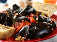 Shuckers' Portuguese Mussels