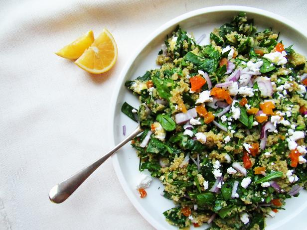 Spinach and Quinoa Salad with Dried Apricots