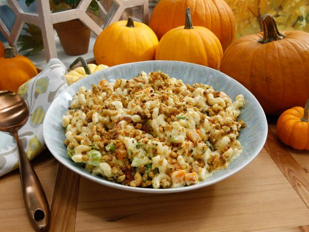 The Ultimate Thanksgiving Mac and Cheese
