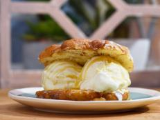 The Kitchen has a delicious serving idea for one of fall's favorite treats…the apple fritter. We're stepping things up with an Apple Fritter Ice Cream Sandwich.