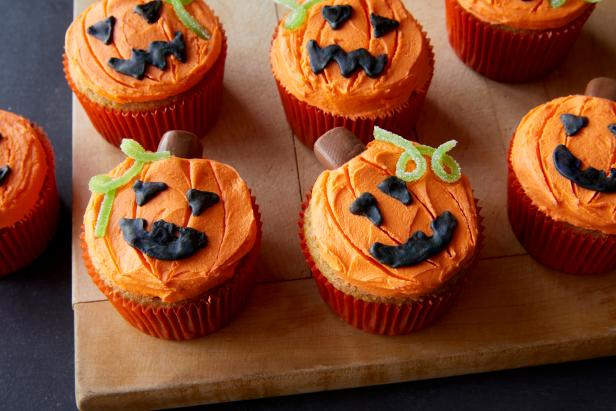 Cute Halloween Mini Cupcakes.20 Cute And Spooky Halloween Cupcakes Hallowen Cupcake Recipes Food Network