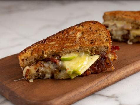 Cheddar and Apple Grilled Cheese