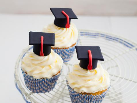 5 Graduation Dessert Tables That Deserve an A+