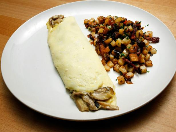 Mushroom Omelet with Bacon and Onion Hash