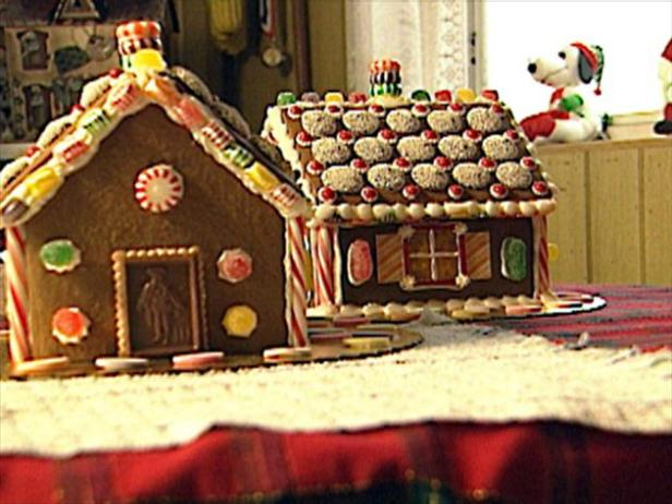 Gingerbread Houses (03:01)